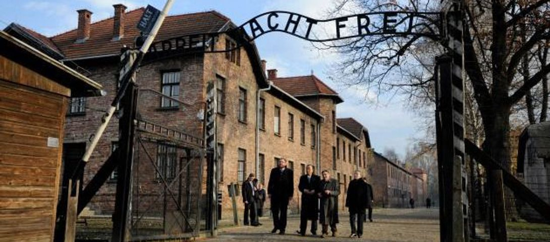 2 more historians quit Auschwitz museum board over right-wing politician's appointment