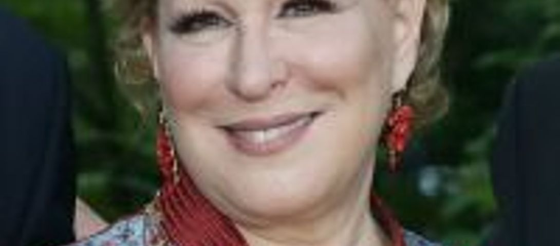 Bette Midler Wins Jane Jacobs Medal – The Forward