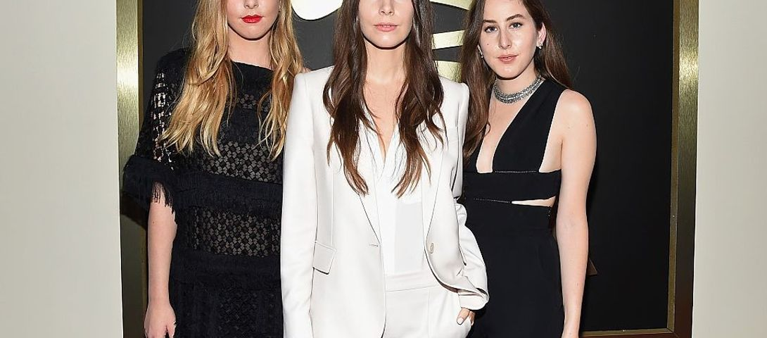 Haim's 'Summer Girl' References Jewish Sumer Camp Song – The