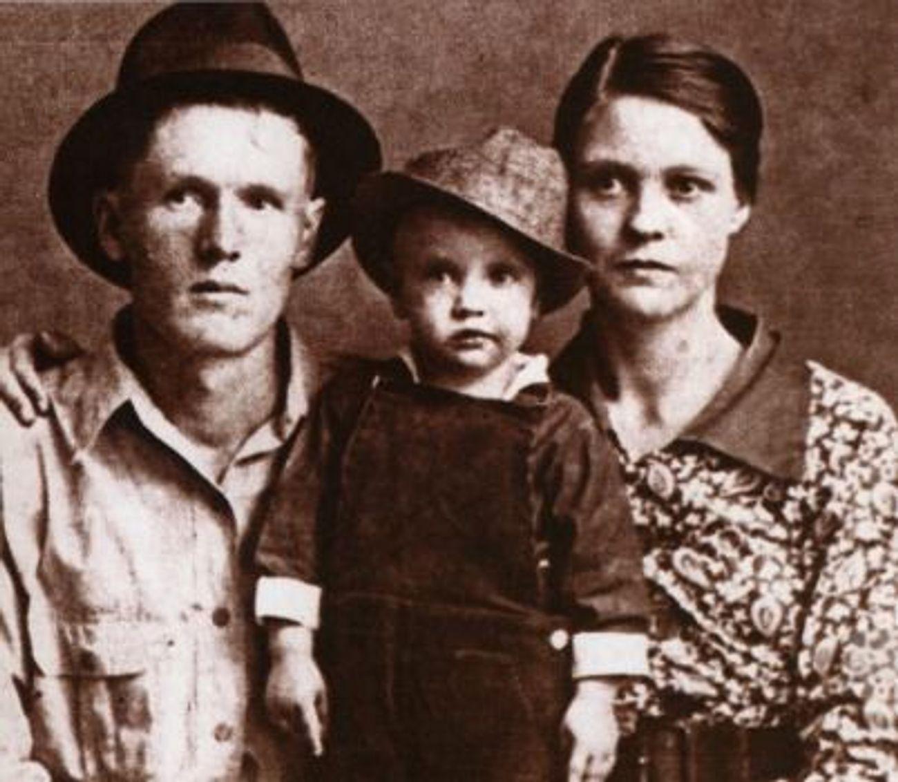 On Elvis' Yahrzeit, His Not So Secret Jewish History – The Forward