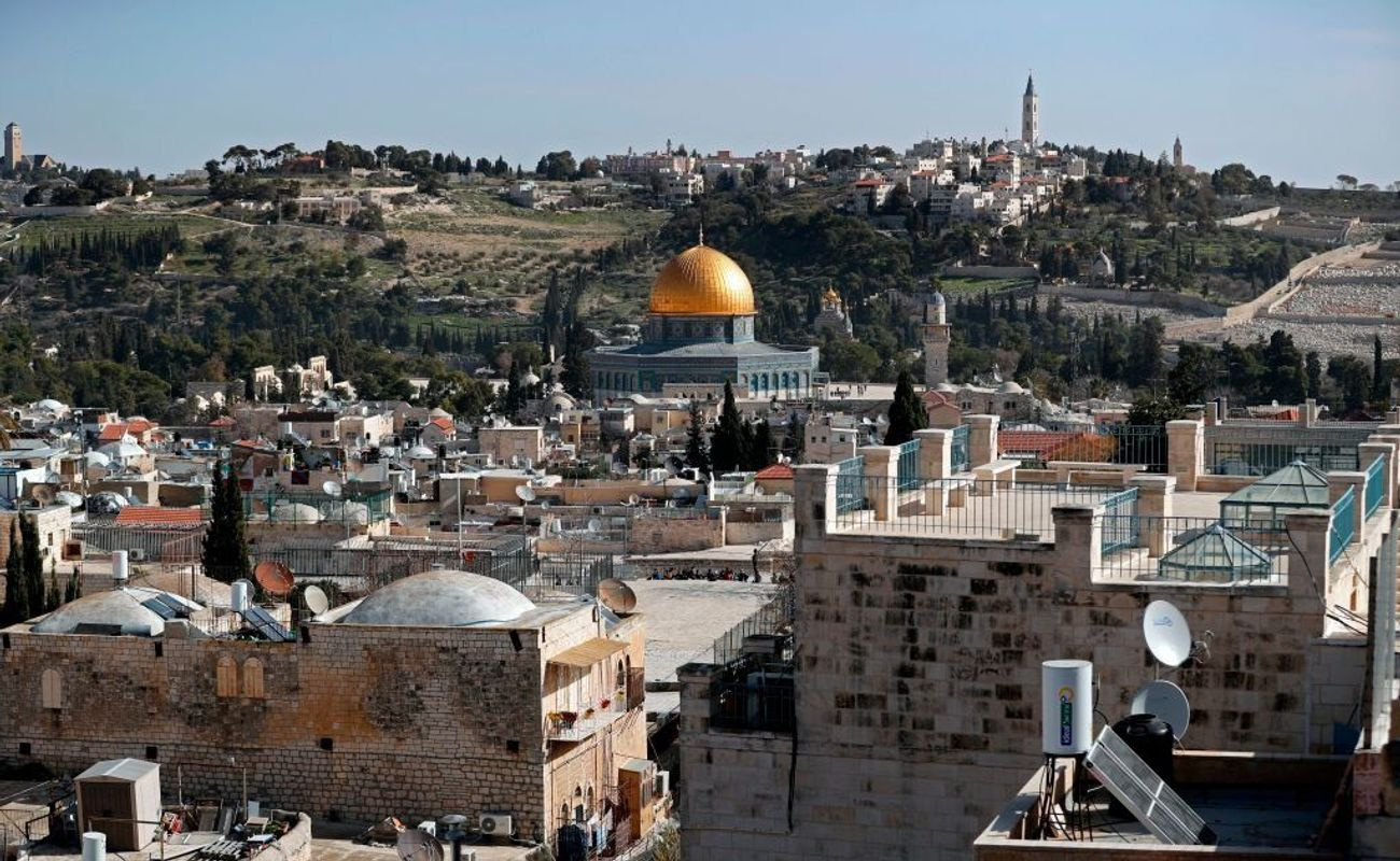 Muslims chant 'kill Jews' outside Jerusalem's Al-Aqsa mosque