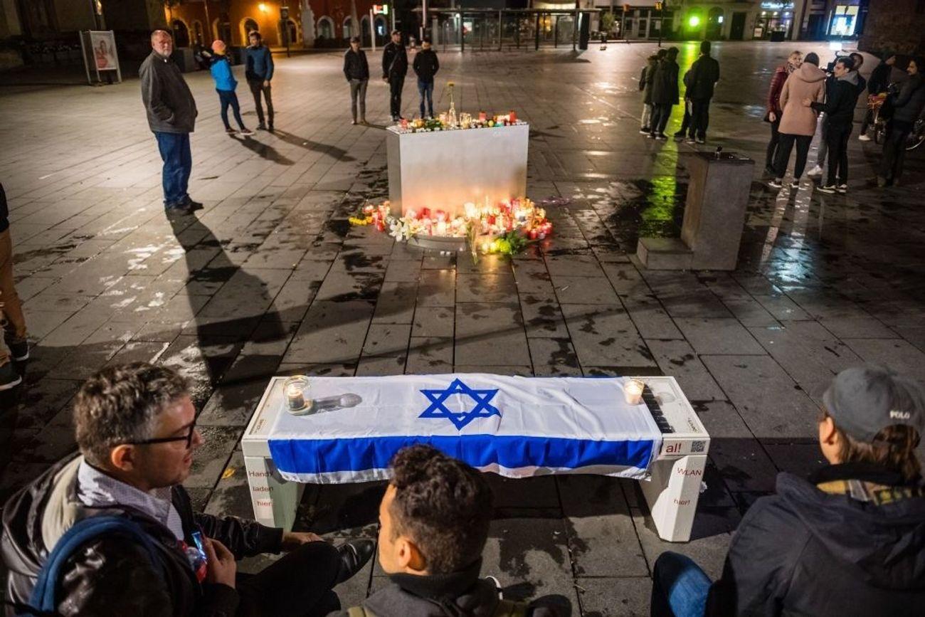 Anti-Semitic Gunman Kills Two In Attack On German Synagogue