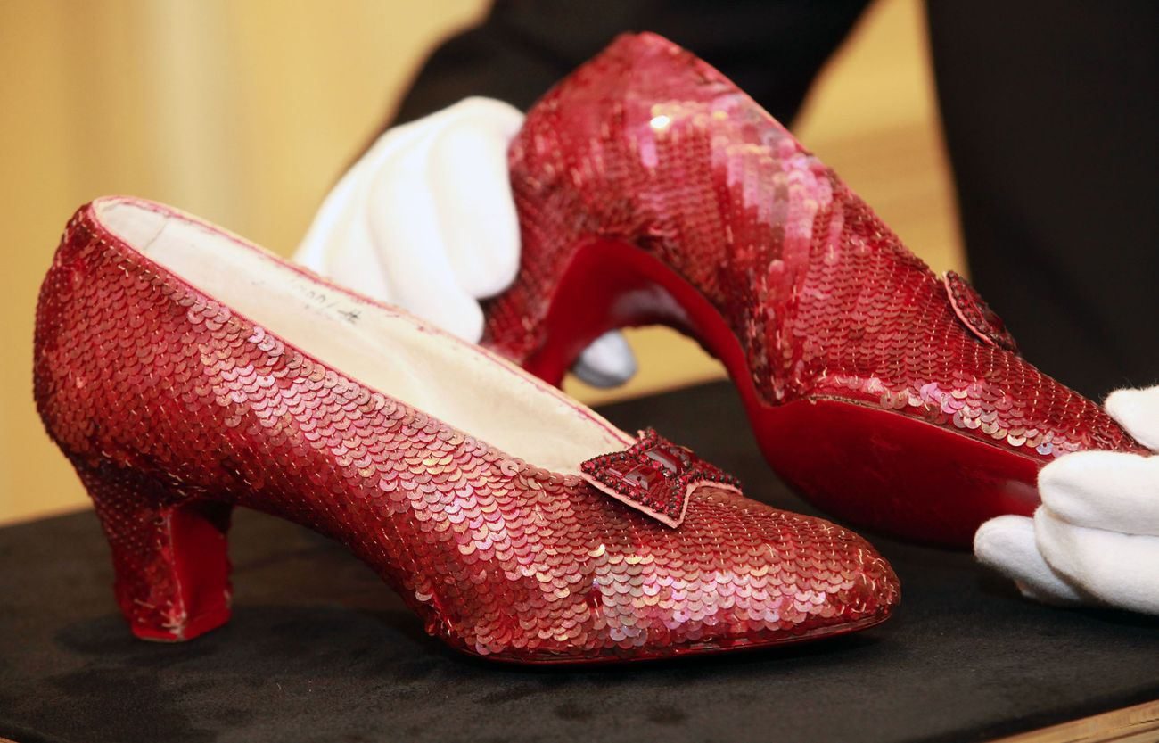 dorothys ruby slippers - HD 1300×867