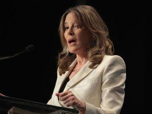 Marianne Williamson: Trump Migrant Raids Are Like Nazis – The Forward