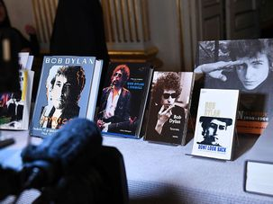 A collection of Bob Dylan books by the Forward