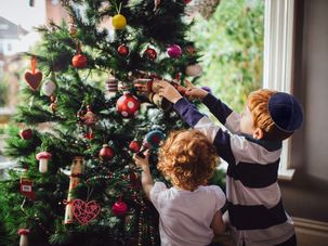 Do 4 Percent Of Orthodox Jews Really Put Up Christmas Trees?