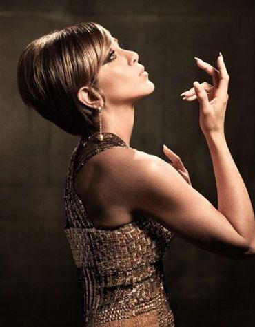Jennifer Aniston Channels Barbra Streisand! – The Forward