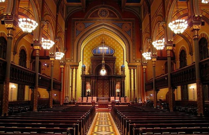 New York Synagogue Opens Doors To Mosque For Friday Prayers After Fire