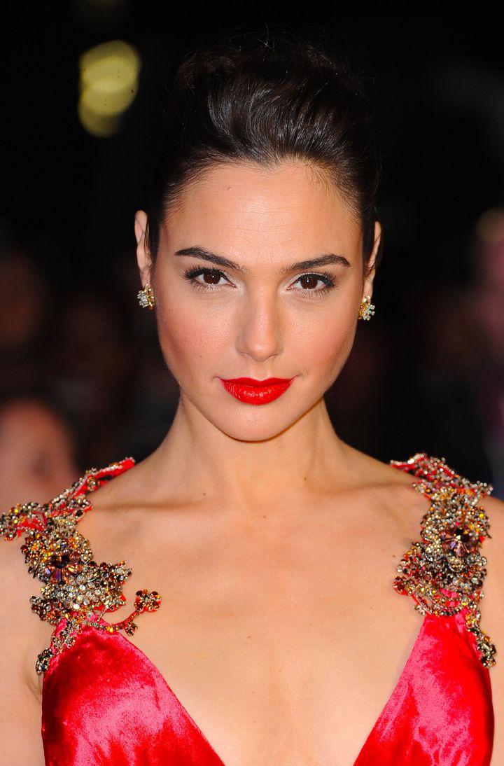 WATCH: Gal Gadot Rocks in 'Wonder Woman' Trailer – The Forward