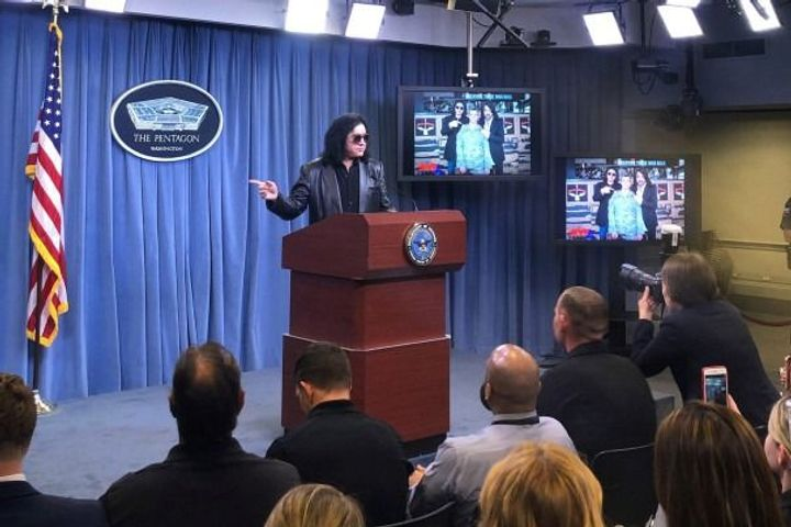 Gene Simmons Gives Pentagon Briefing: 'America Is The Promised Land For Everybody'