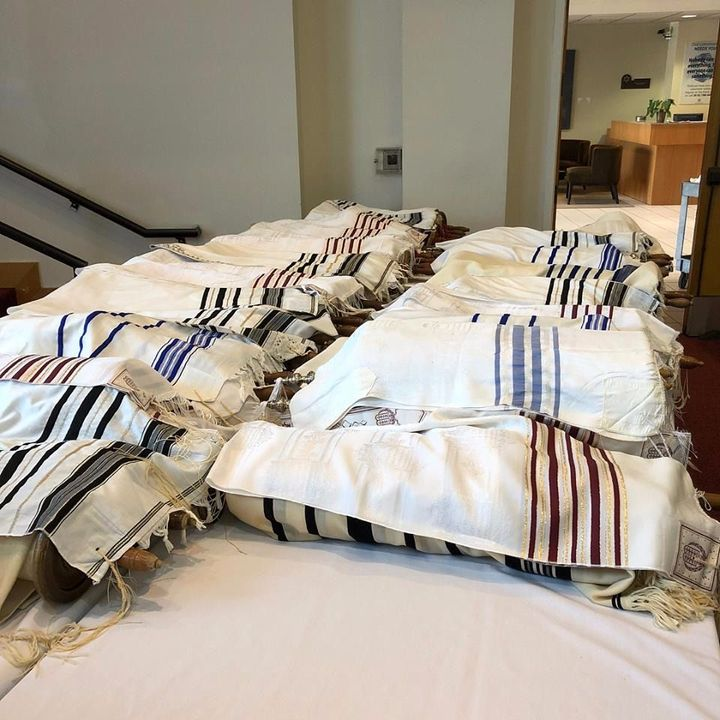 L A  Synagogue Takes Torah From Shuls Caught In Fire – The
