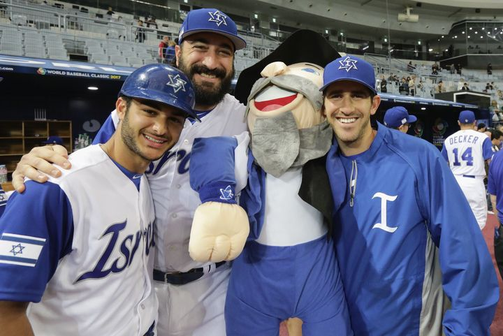 Meet Shlomo Lipetz The Only Israeli Baseball Player On Team Israel