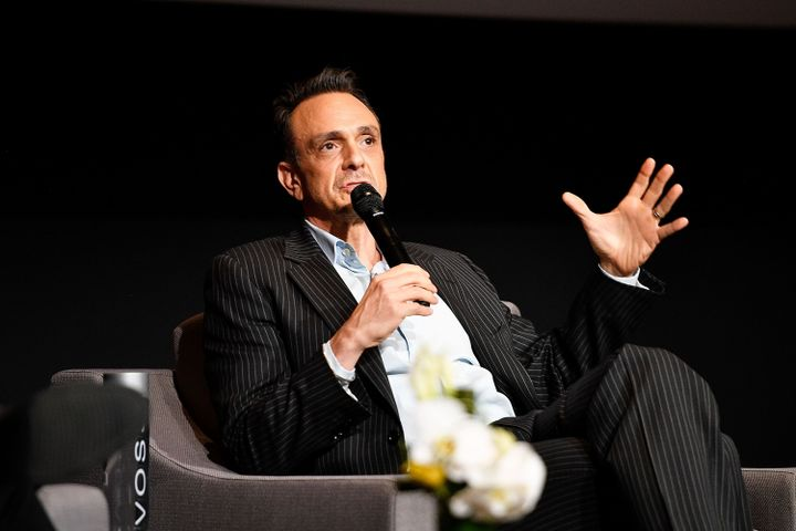 Hank Azaria, Apu on 'Simpsons,' Apologizes For Racism – The Forward